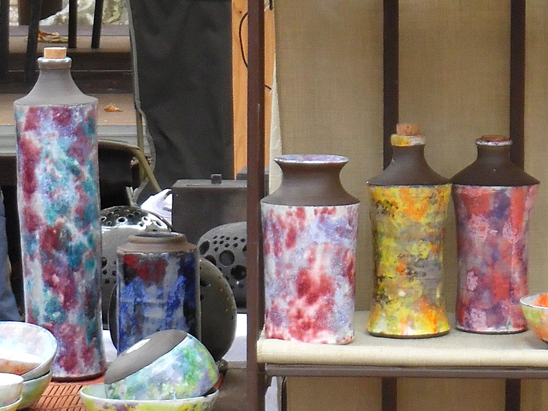 bouteilles, jarre et vase